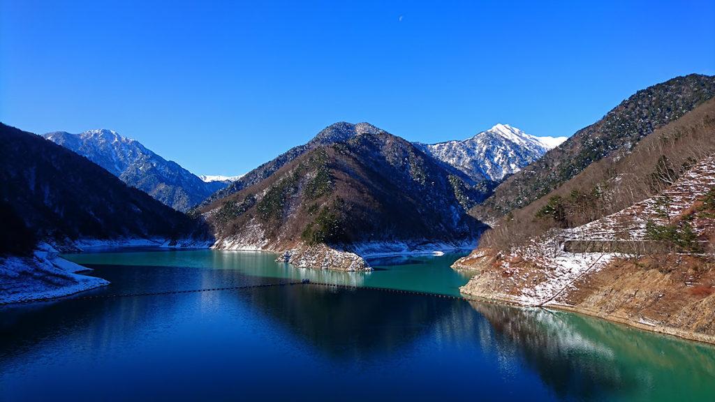 青の世界の大町ダム龍神湖