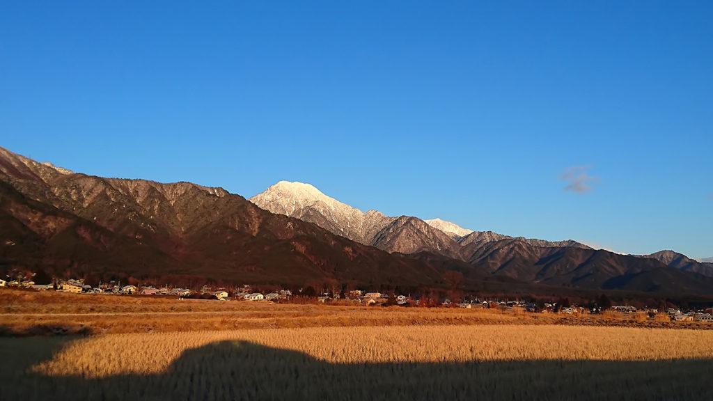 白くなった有明山