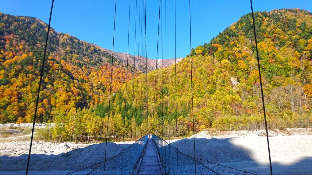 高瀬ダム近くの吊り橋