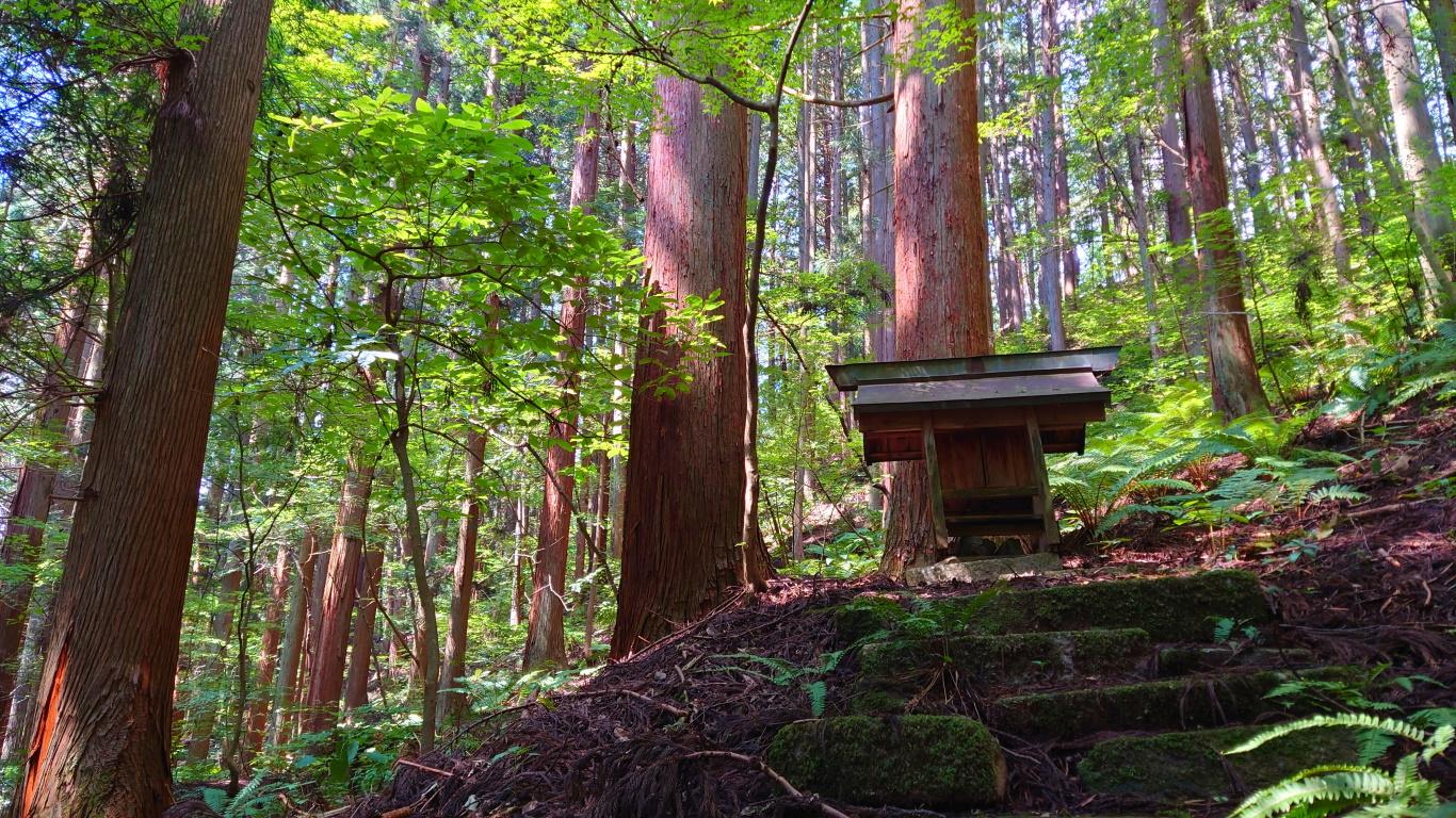 満願寺の小さな祠