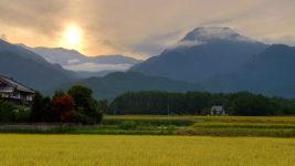 アルプスに沈みゆく太陽と有明山