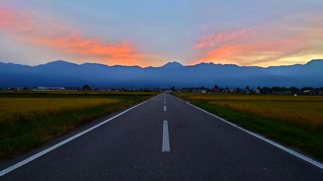 大王近くから見る夕暮れ時の常念岳